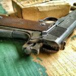 Z cyklu broń ratuje życie: włamywacz atakujący młotkiem w szpitalu, domownik miał broń palną