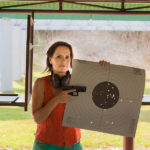 Z cyklu broń ratuje życie: kobieta broniła się przed napadem uzbrojonego w stalowy pręt gościa – miała broń dlatego żyje