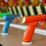 """Czy dziecięca zabawa """"w wojnę"""" może być formą budowania w młodym człowieku agresji z bronią w tle?"""